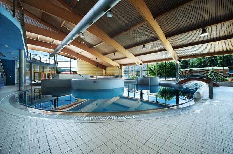 Foto vnitřního bazénu atrakcí