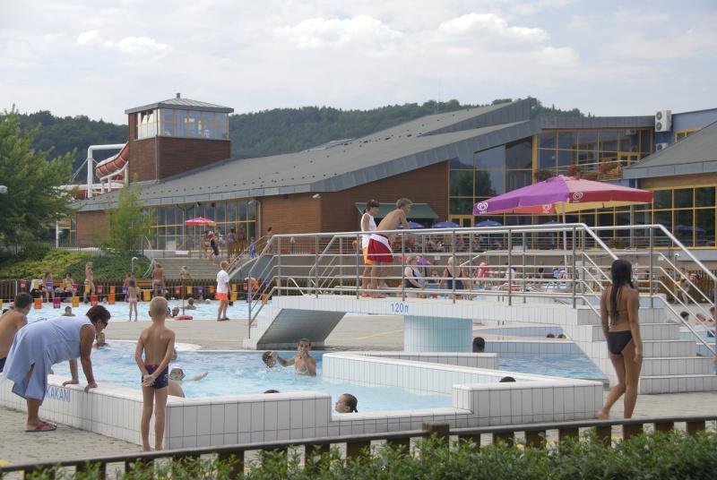 Foto venkovního areálu během letní sezóny