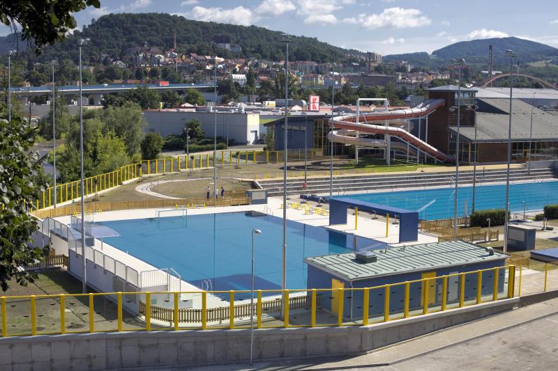 Foto nerezového a padesátimetrového bazénu
